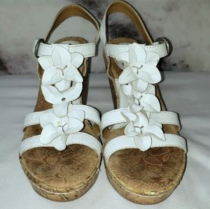 2/$20 Boc white floral wedges size 8